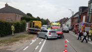 U-bocht op Wichelsesteenweg loopt fout af: vrouw naar ziekenhuis na botsing