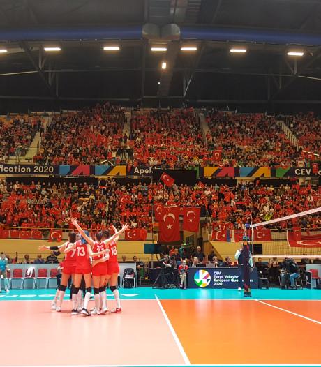 Turkije verslaat Duitsland in finale van OKT volleybal in Apeldoorn en gaat naar Olympische Spelen in Tokio