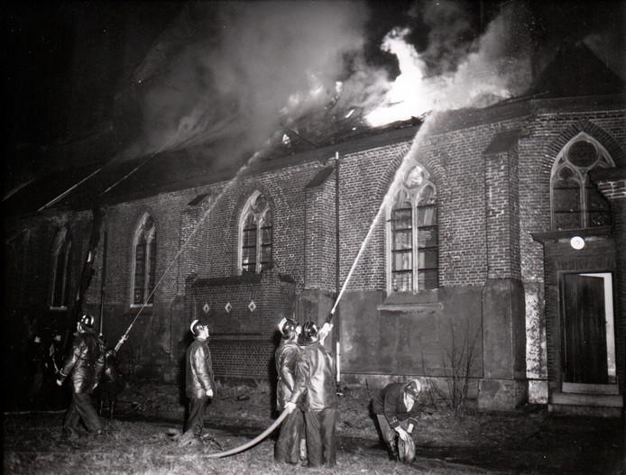Op 29 december 1958 werd de kerk in Son door brand verwoest.