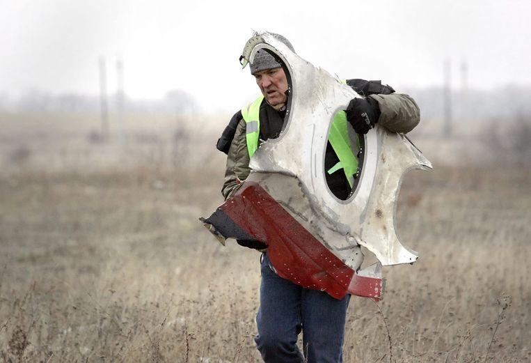 Wrakstukken van MH17 worden verzameld. Beeld epa