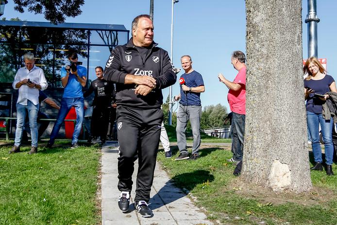 Dick Advocaat bij aankomst op Sportcomplex Zoudenbalch voor zijn eerste training bij FC Utrecht.