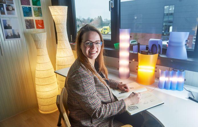 Ontwerper Ilse Bouwens van Heeej, gevestigd in Heesch.  Heeej.nl verkoopt designproducten die op kleine schaal en handgemaakt worden.