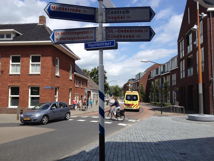 De kruising Hoofdstraat met Groeneweg en Kluisstraat in Schijndel.