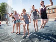 Vrede Fontein weer open: volop waterpret op Kasteelplein