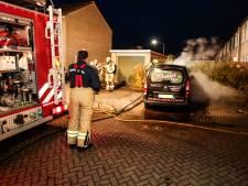 Politie onderzoekt twee autobranden in Dordrecht