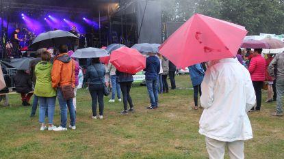 """Je zal maar dit weekend een 'Balloonmeeting' organiseren: """"Twee keer kletsnat: bij de opbouw van het zweet, nu van de regen"""""""