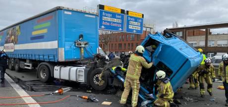 Vrachtwagenchauffeur gekneld na botsing op A12 in Wilrijk: slechts 1 rijstrook vrij