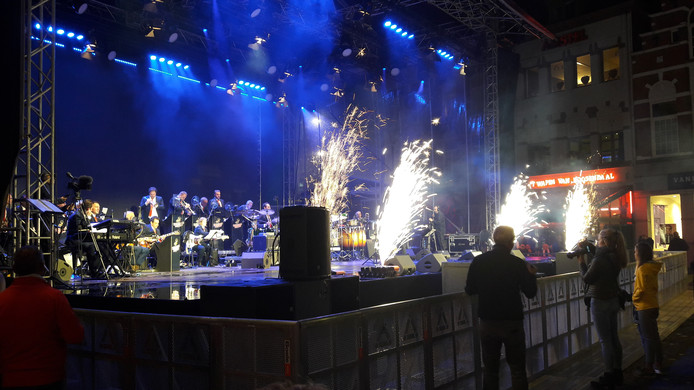 De Valley Sound Big Band opent het feest Roosendaal 750 Jaar spetterend.