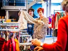 Dordtse winterkledingbeurs ondanks nieuwe maatregelen een succes: 'Er is zoveel kleding gedoneerd'