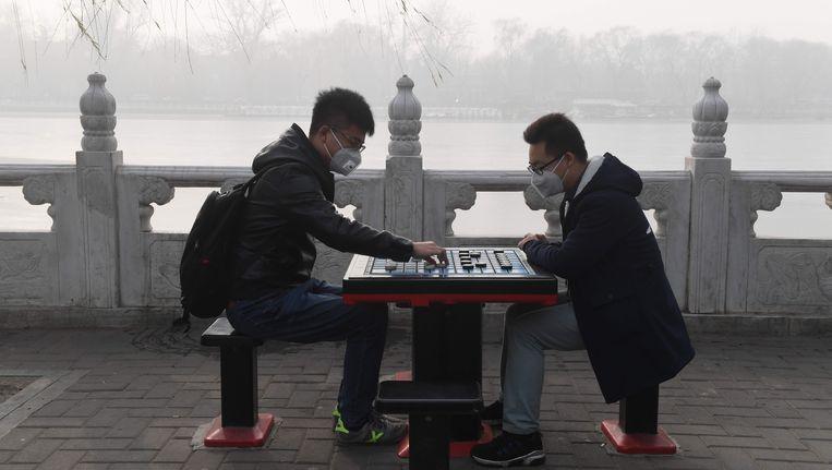 De luchtkwaliteit in Beijing dreigt de meetgrens in negatieve zin te passeren. Beeld AFP