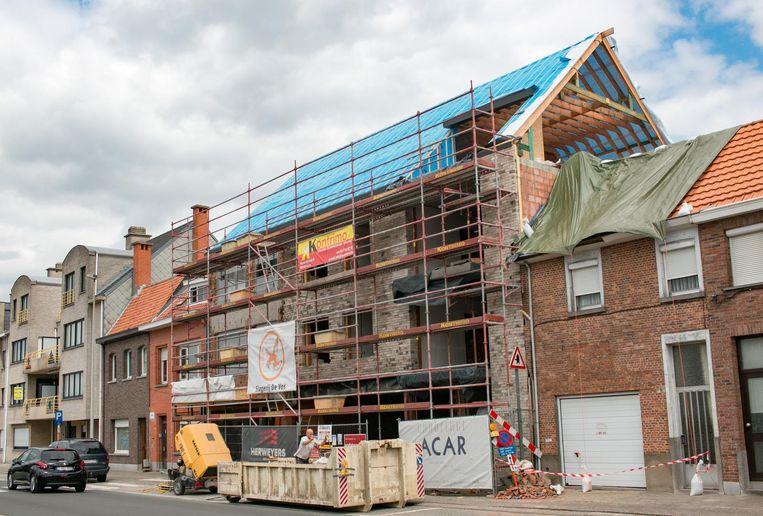 Aan Tereken is de woning van een 73-jarige vrouw onbewoonbaar door de storm.