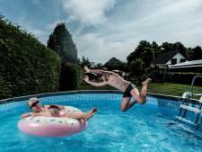Opzetbaden en tuinsproeiers stuwen waterverbruik Achterhoek, maar: 'Aan mij kan het niet liggen'