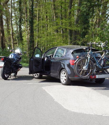 Motorrijder gewond door botsing met auto in Winterswijk