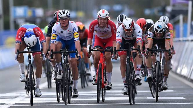 """Dimitri Claeys zesde in Ronde van Vlaanderen: """"Goeie eindsprint tussen veel snelle mannen"""""""