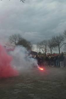 Veel vuurwerk en honderden fans: allerlaatste derby Beesd-Rhelico krijgt geen winnaar