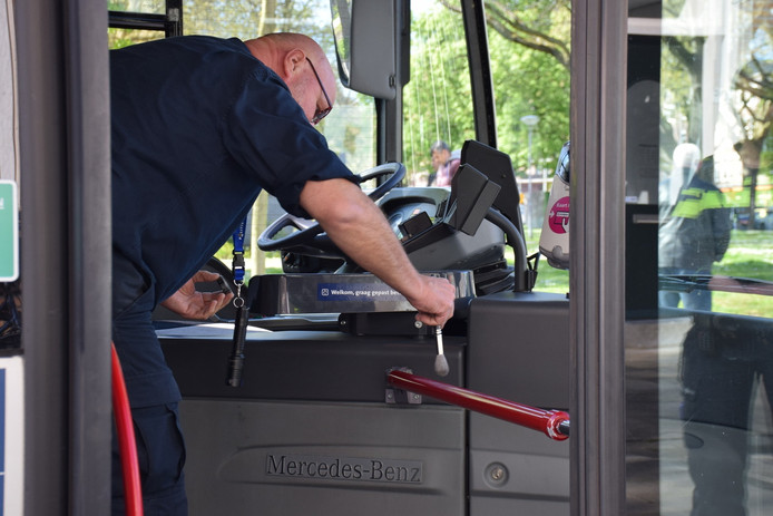 Sporenonderzoek in een bus na een overval.