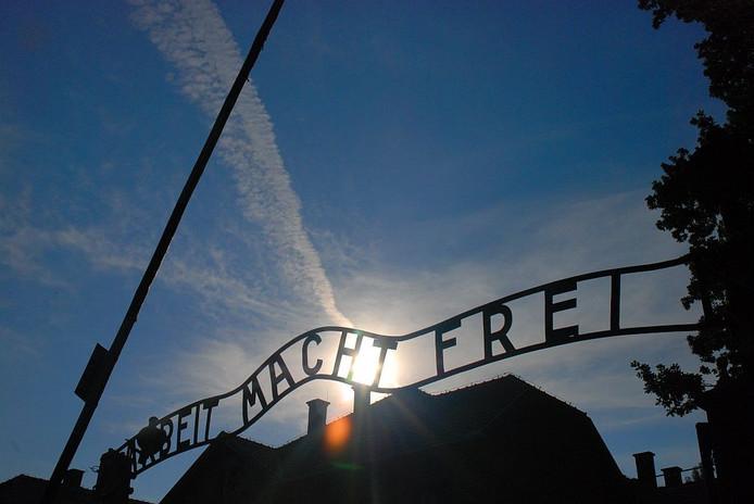 De poort van concentratiekamp Auschwitz