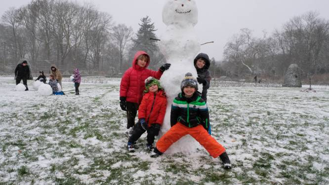 Daar zijn de sneeuwmannen... Mechels Vrijbroekpark als decor voor sneeuwpret