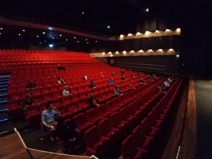 Theaters hebben al getest hoe voorstellingen er uit zien met het publiek op anderhalve meter afstand. Ook theater Markant in Uden deed dat.