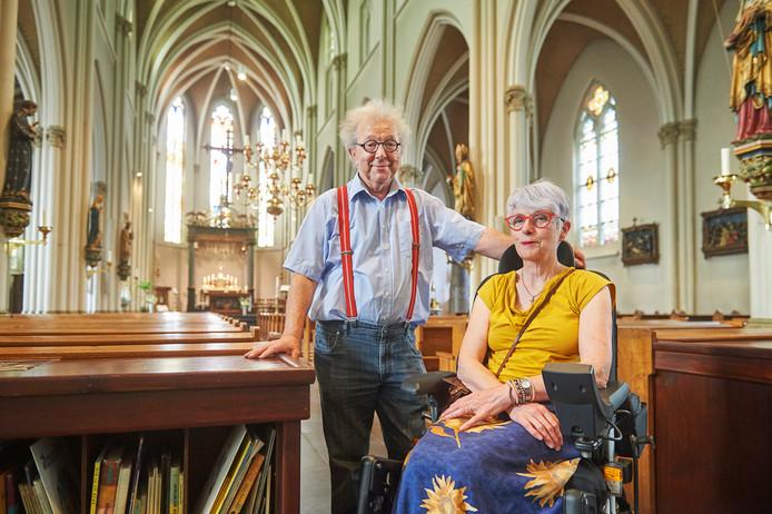Mies en Betsie van der Wijst in hun geliefde kerk in Zeeland.