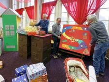 Sint strijkt neer in Waalwijk, topdrukte in het voormalige raadhuis!