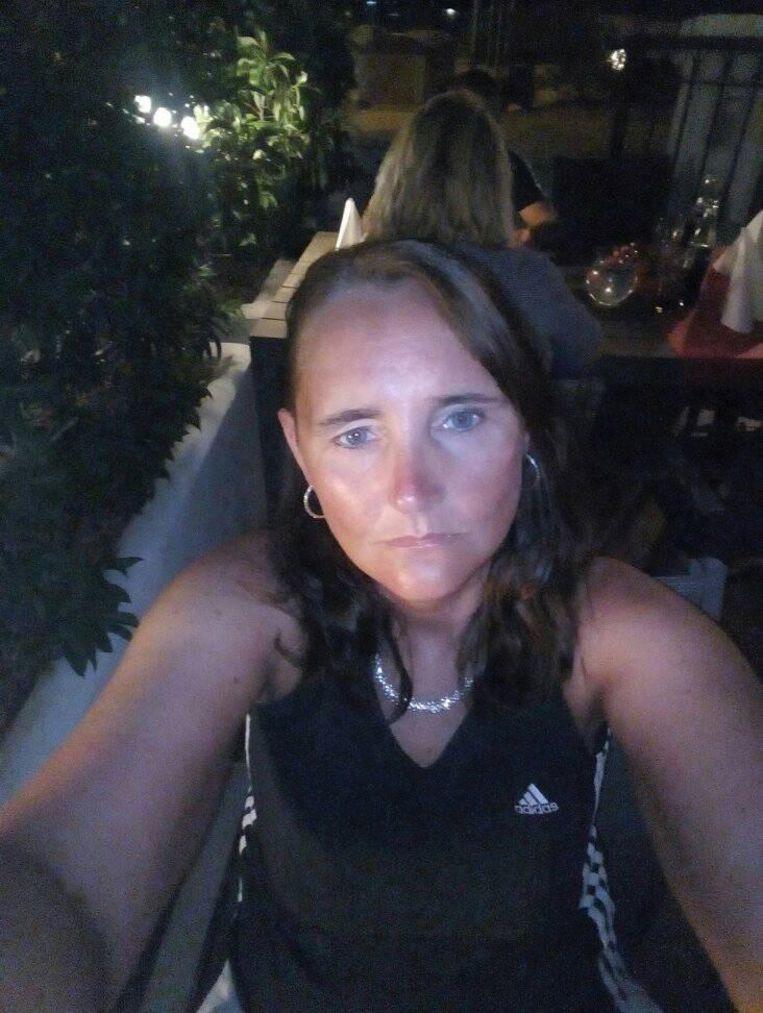 Els maakte deze foto de avond voor haar dood, op een terrasje met haar ouders.