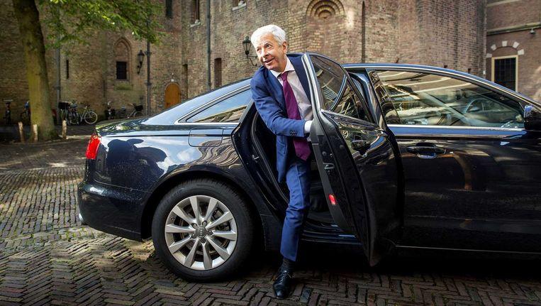 Minister van Binnenlandse Zaken en Koninkrijksrelaties Ronald Plasterk komt aan op het Binnenhof voor het begrotingsoverleg. Beeld anp