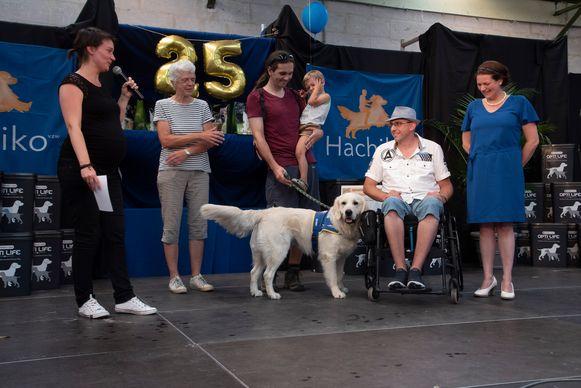 Hachiko plaatste 15 nieuwe assistentiehonden bij nieuwe baasjes.