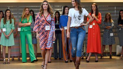 Kandidates Miss België leren defileren bij Caroline Biss