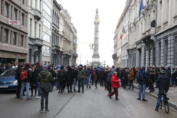 Tegenbetogers verzamelden in de loop van de voormiddag aan de Congreskolom.