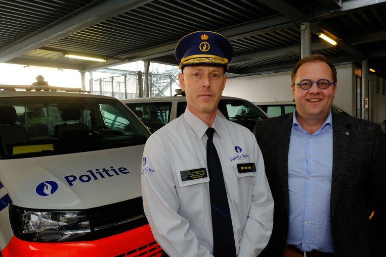 Korpschef Peter Muyshondt en Niels burgemeester Tom De Vries (Open Vld), voorzitter van het politiecollege.