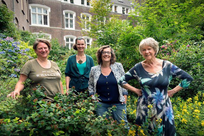 Aan het Bossche Remptoristenpad wonen (van links naar rechts) Susan, Sandra, Addy en Mirjam samen.