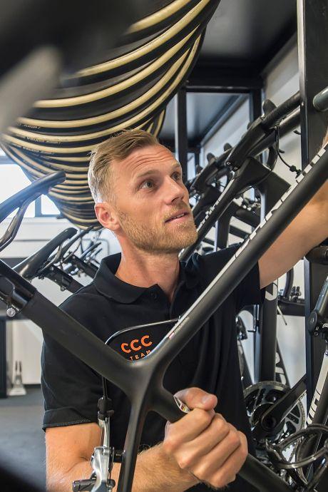 Lars Boom (34) kiest voor de toekomst: 'Het houdt als wielrenner toch een keer op'