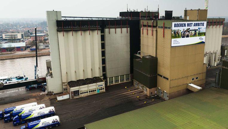 De fabriek van ForFarmers in Lochem, goed voor een omzet van 2,2 miljard euro in 2015. Beeld Niels Leusink