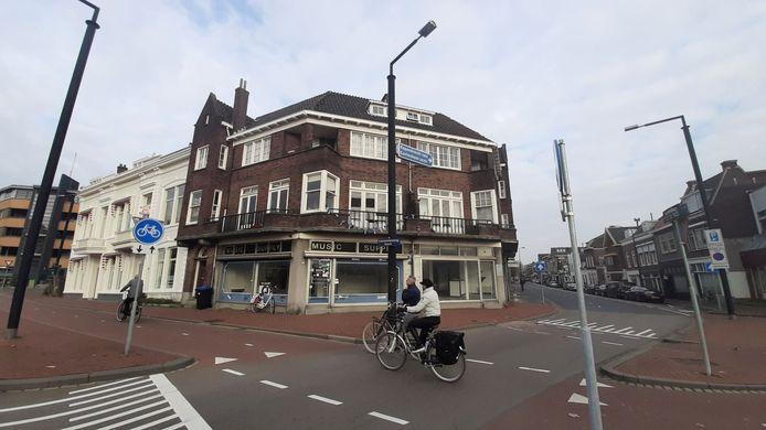 De muziekwinkel in het verpauperde complex aan de Toulonselaan staat al sinds mei 2013 leeg.