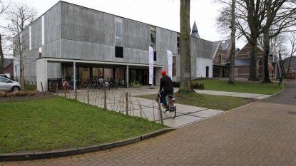 """Vzw De Redekiel voelt zich gepasseerd na doorstart jeugdhuis: """"Nood aan overleg met de gemeente"""""""