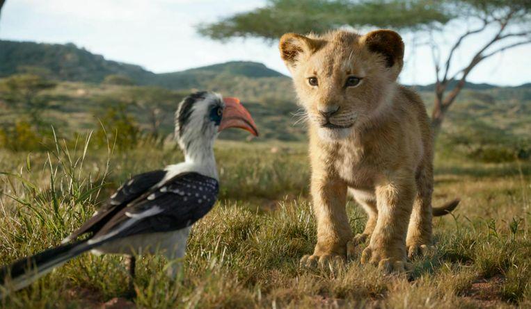 Roodsnaveltok Zazoe en leeuwenwelp Simba in een scene van The Lion King.  Beeld AP