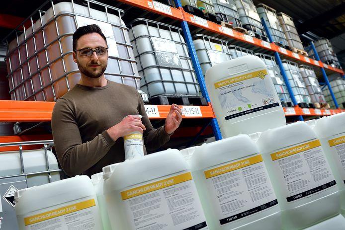 Bij TriStar in Roosendaal is de productie van reinigingsproducten door corona geëxplodeerd, vertelde operationeel manager Sjoerd Kerstens eerder aan deze krant.