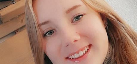 Politie zoekt meer getuigen over de dood van Lotte (14) uit Almelo: bestuurder Mercedes meldt zich