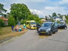 Omstanders halen bewusteloze automobilist uit auto in Doorwerth