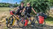Moeder en dochter fietsen 2.500 kilometer tegen armoede
