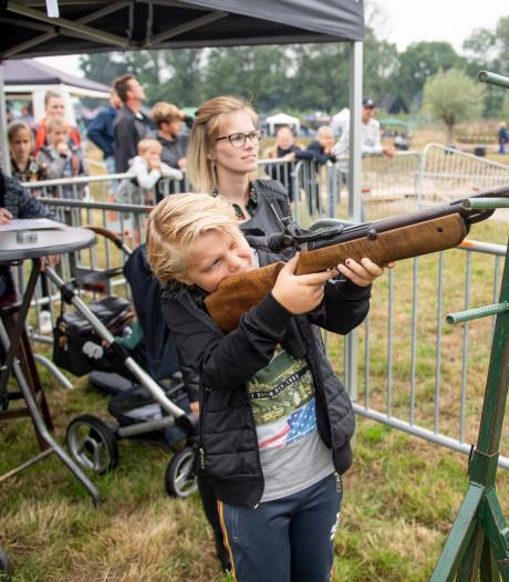 Vogelschieten in Hellendoorn: 'Ook prijs als je de kop of vleugels raakt'