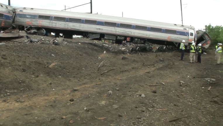 De ontspoorde trein in Philadelphia. Beeld afp