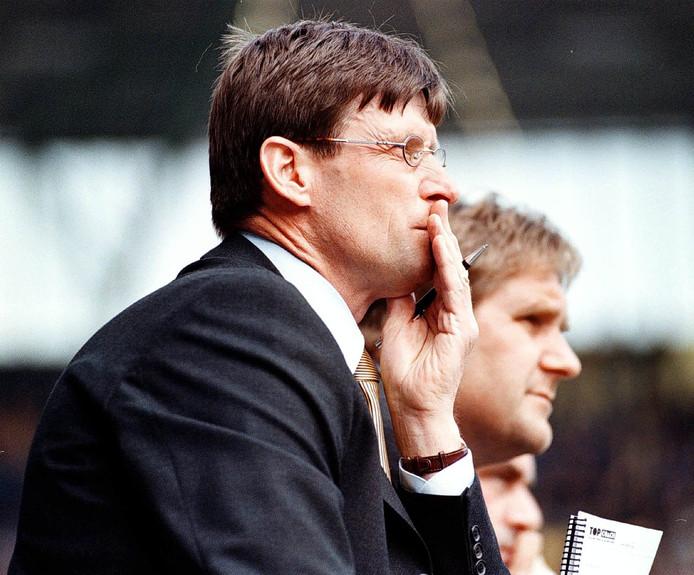 Kees Zwamborn en Ton Lokhoff zien het in 1999 somber in op de bank bij NAC.