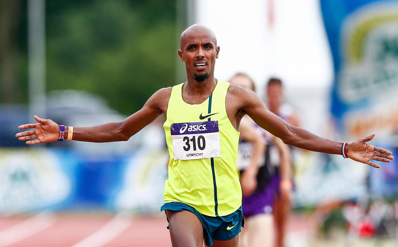 Mohamed Ali juicht na het winnen van de 5000 meter tijdens het NK Atletiek. Archiefbeeld.