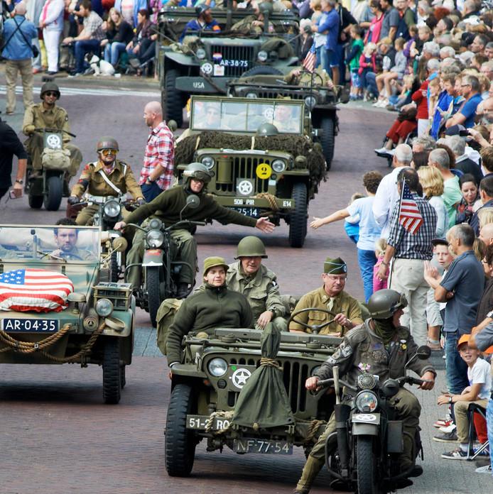 Beeld van de 70-jarige herdenking van operatie Market Garden in 2014 in Veghel. FOTO JEROEN APPELS / VAN ASSENDELFT