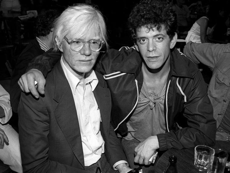 Lou Reed met Andy Warhol (links) Beeld getty