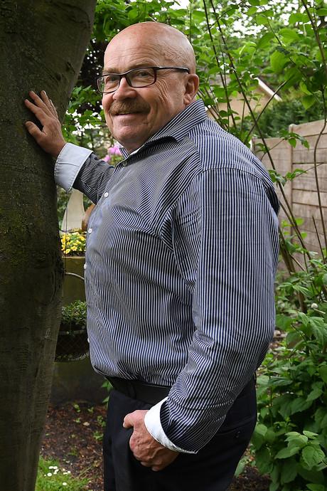 Doodzieke huisarts verricht zijn laatste euthanasie, op zichzelf