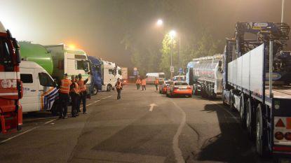 Opnieuw 28 transmigranten van bus geplukt