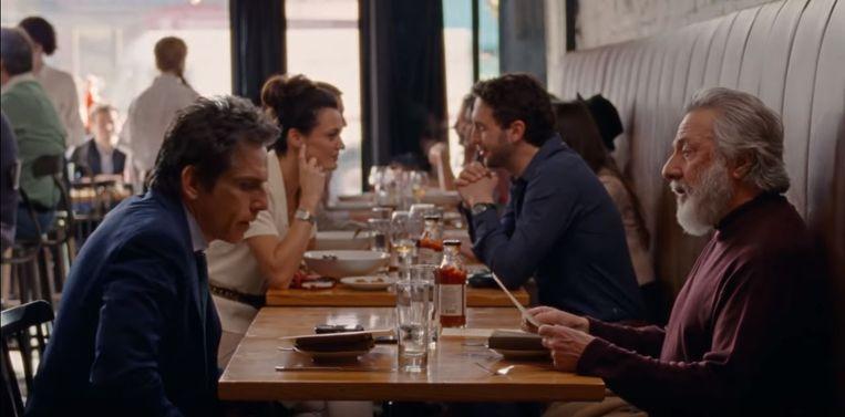Ben Stiller en Dustin Hoffman (op de voorgrond links en rechts) in 'The Meyerowitz Stories'. Beeld